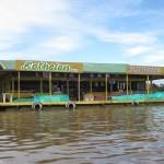 Schwimmender Supermarkt auf dem Amazonas in Peru bei Santa Rosa