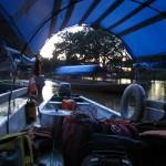 Abendliche Überfahrt auf dem Amazonas von Leticia Kolumbien nach Santa Rosa Peru