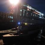 Nächtliche Szene mit Schiff nach Iquitos am Amazonas in Santa Rosa Peru